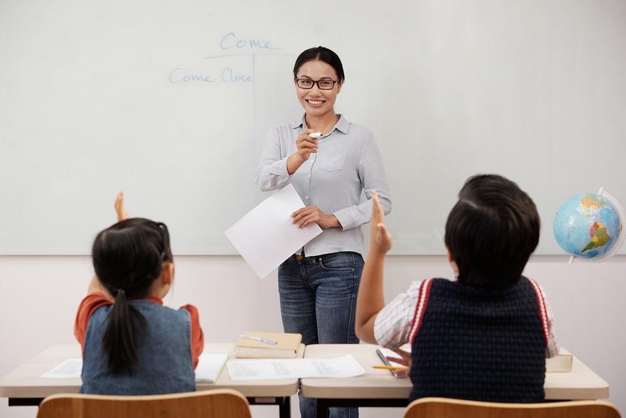 science tutor teaching in class